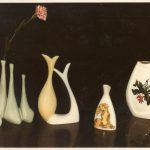 Vasi con varie decorazioni